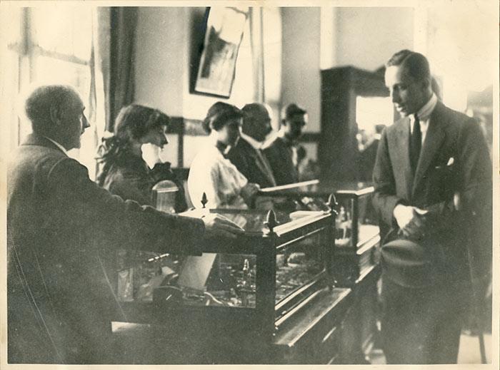 II Exposición regional de Artes e Industrias visitada por Alfonso XIII.
