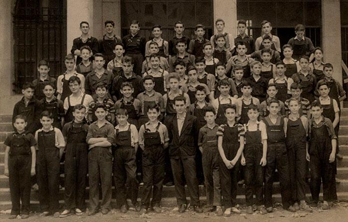 Primera promoción con 14 alumnos y Julio Busto Chillón como primer profesor Armeria Eskola
